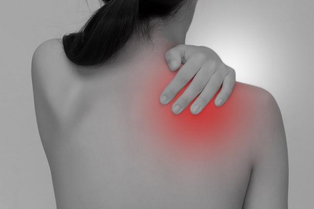肩にかかる負担が原因で症状が起こります