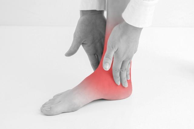 捻挫は痛みの他にしびれや関節のぐらつき等があります