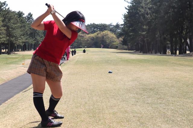 腰をひねる動きもスポーツ障害の原因です